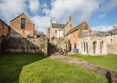 6-Bed Listed House With 2-Bed Holiday Cottage